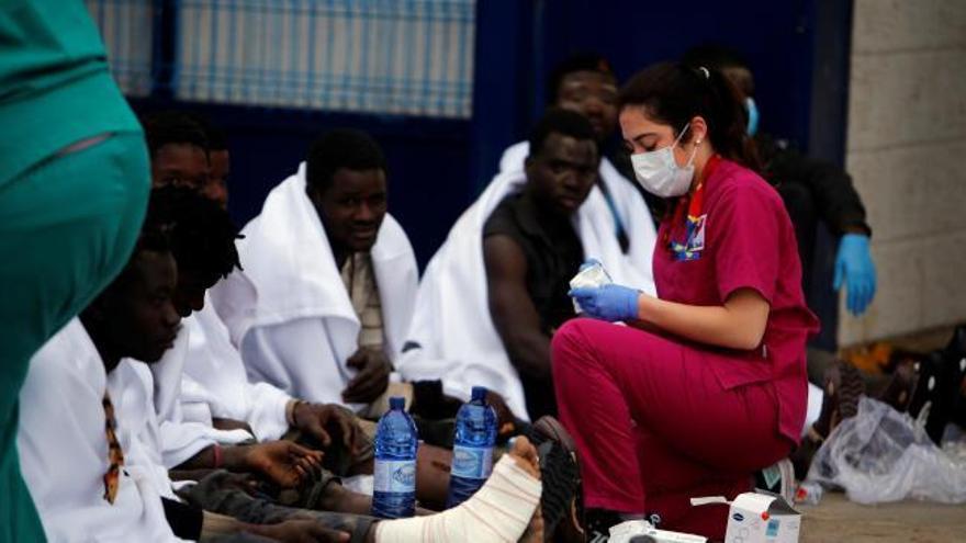 Unos 50 inmigrantes entran en Melilla en un salto masivo