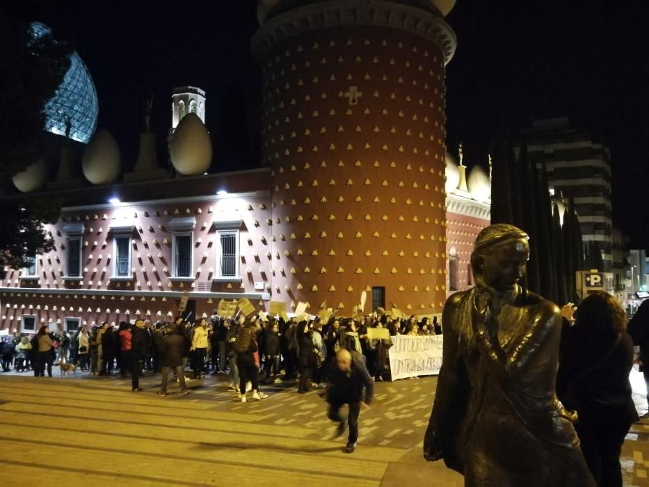Multitudinària manifestació a Figueres pel 8M