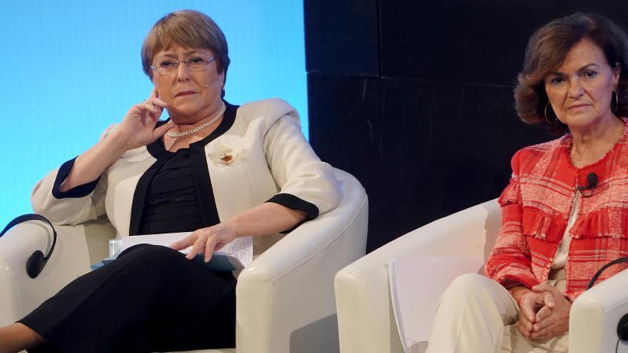 """Bachelet y Calvo alertan del empuje """"descarnado"""" contra los derechos de la mujer"""