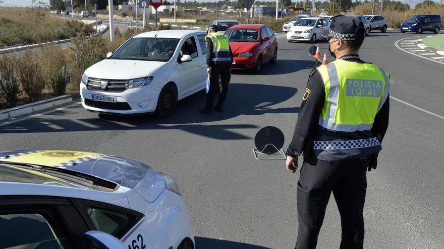 Detenida una pareja de jóvenes que circulaba con un coche robado