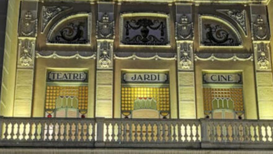 L'endometriosi tenyeix de groc edificis i monuments de les comarques gironines