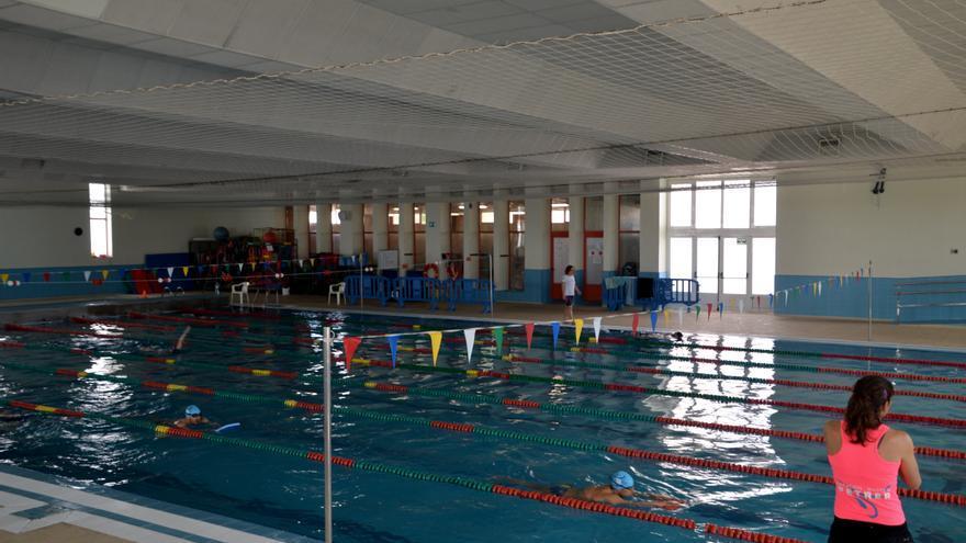 Petrer cierra la piscina cubierta tras detectarse varios casos de covid entre los usuarios