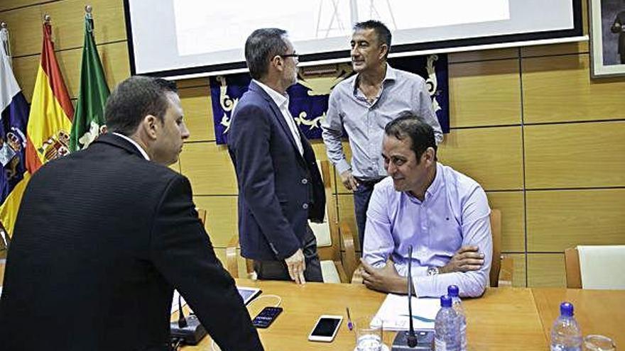 El Pacto Tripartito del Cabildo aprueba el programa de gobierno y el reparto de áreas