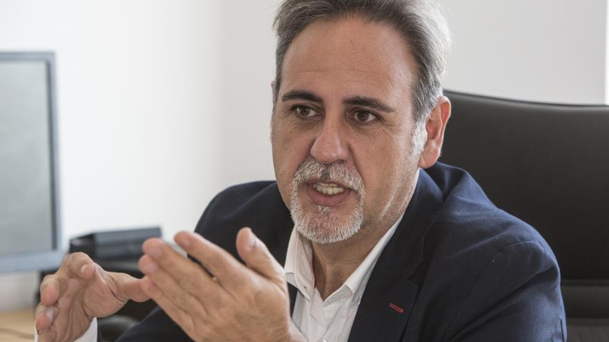 PSOE y Compromis piden comparecer al concejal Manuel Jiménez por la suspensión de la obra de teatro en Alicante