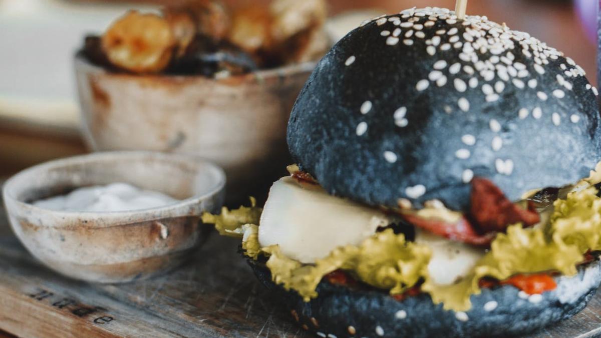 Una hamburguesa sembró la discordia en un restaurante
