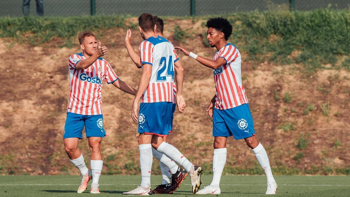 Els jugadors del Girona celebren un gol durant l'amistós contra l'Espanyol B