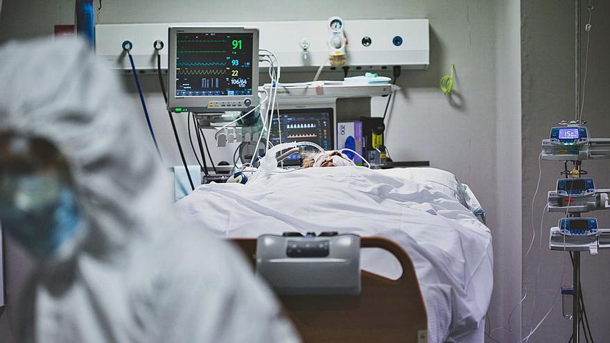 Els pacients a l'UCI s'estabilitzen i la pandèmia segueix a la baixa