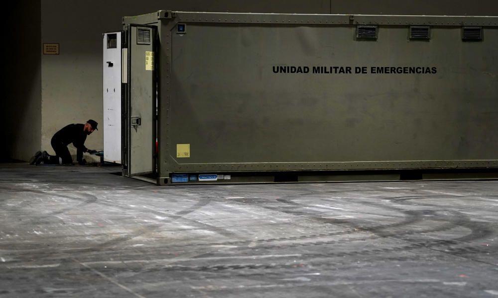 MADRID. 18.03.2020. CORONAVIRUS. UME monta camillas para los sin techo en un pabellón de IFEMA. FOTO: JOSE LUIS ROCA