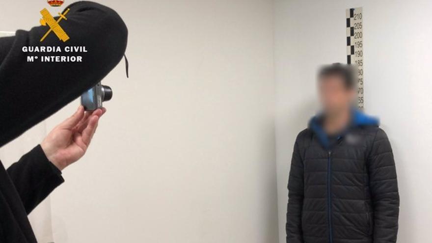 La Guardia Civil practica 35 detenciones en siete provincias por abuso sexual de menores a través de una web de citas