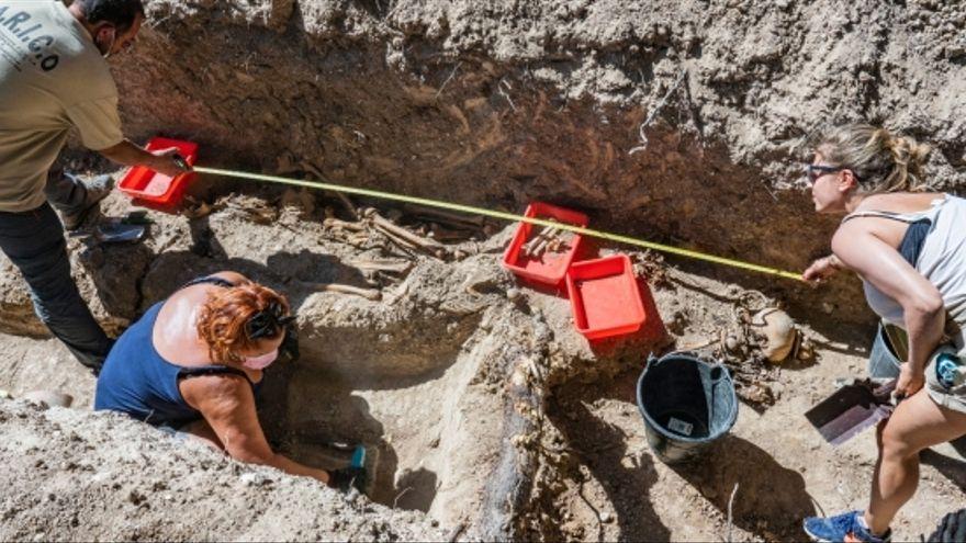 FOTOGALERÍA | Localizada una nueva fosa común en el cementerio municipal de Magallón