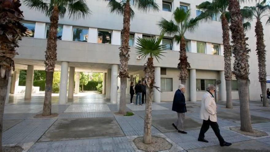 Sanidad cita para dentro de 11 meses a una mujer de 92 años de Alicante con demencia grave
