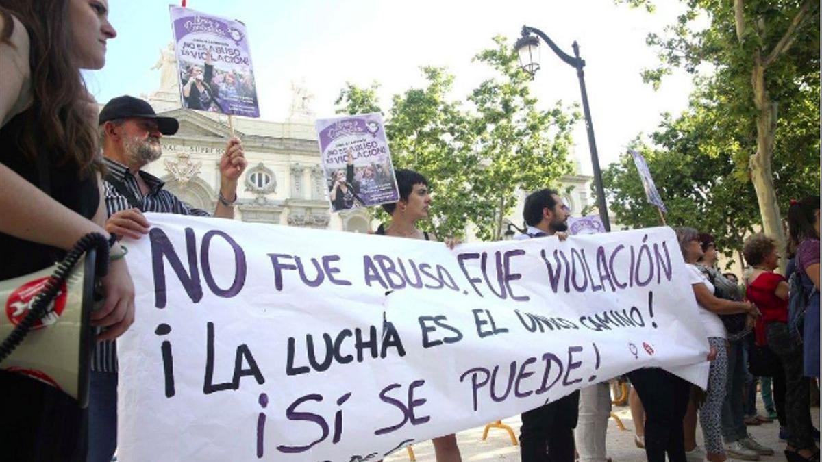 Protesta a raíz de la primera sentencia de la violación de los San Fermines de 2016