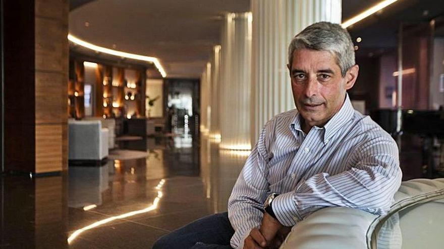 """Ángel Gómez de Ágreda, coronel: """"Llevar un móvil encima es tener un espía en el bolsillo"""""""