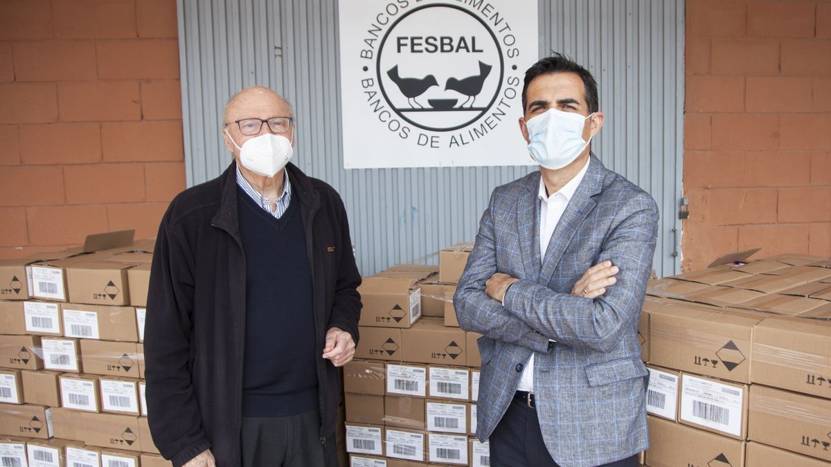 The director of the Food Bank, Juan Vicente Peral, and the provincial director of External Relations of Mercadona, Luis Consuegra