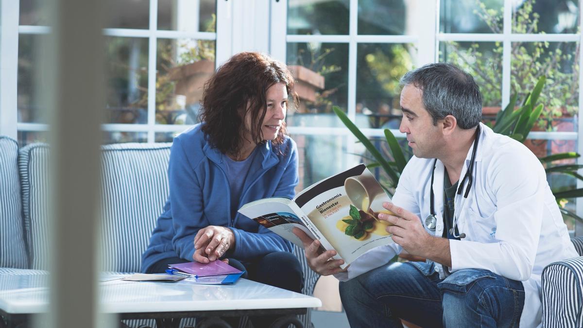 Dejarse asesorar por los profesionales de la salud y la nutrición es fundamental para ponerse a dieta.