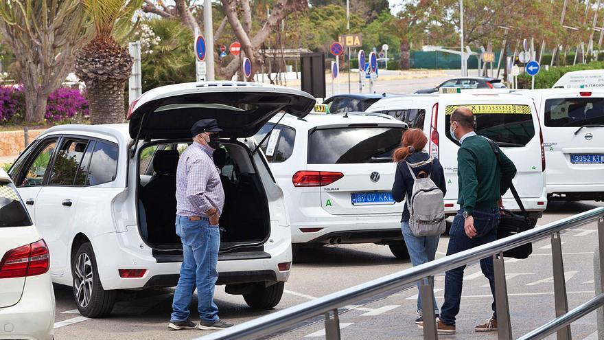 La nueva regulación del taxi en Ibiza y la subida de las tarifas  llevan un año sin avanzar