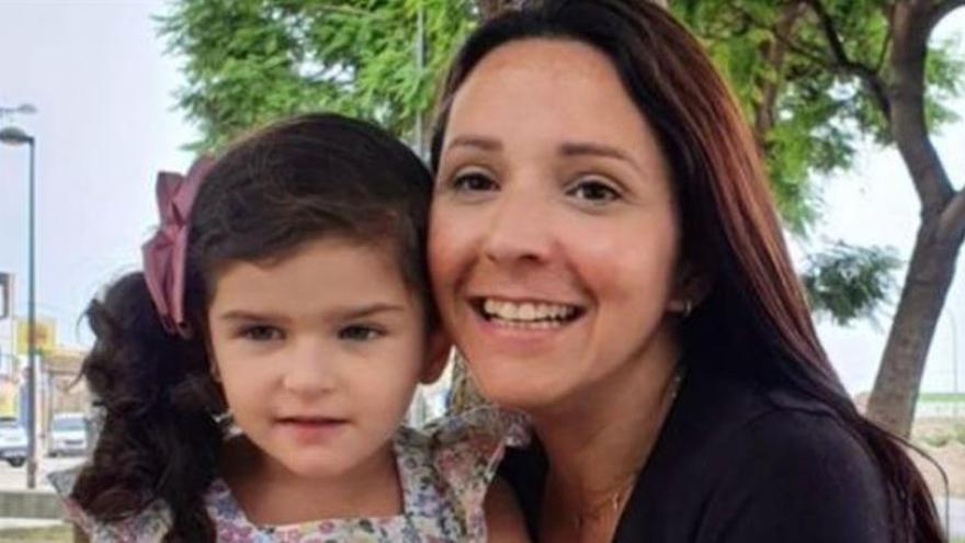 Una niña de Sueca con una enfermedad rara que provoca múltiples espasmos al día lanza un SOS
