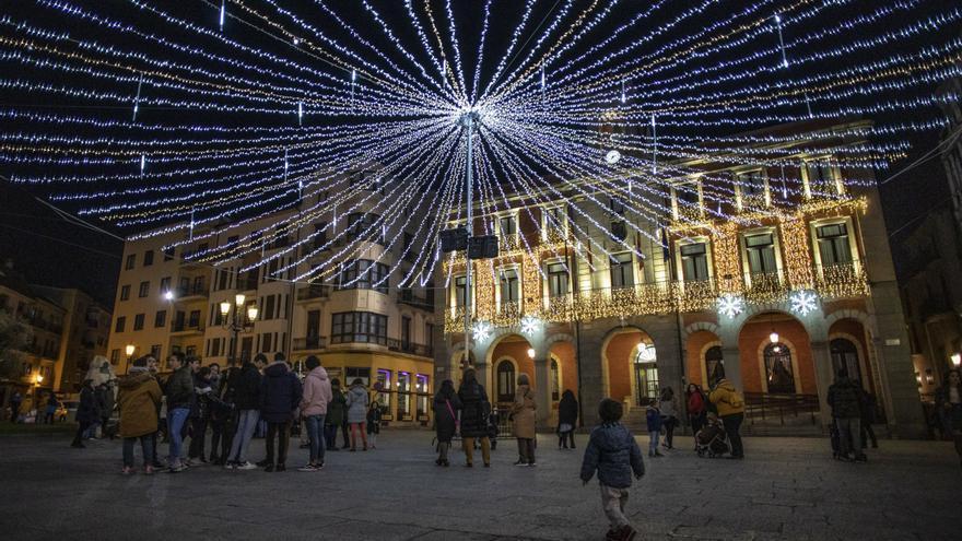 Zamora enciende la iluminación navideña hoy, viernes