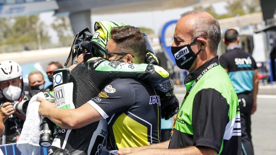 Fermín Aldeguer y Héctor Faubel celebran el Europeo de Moto2