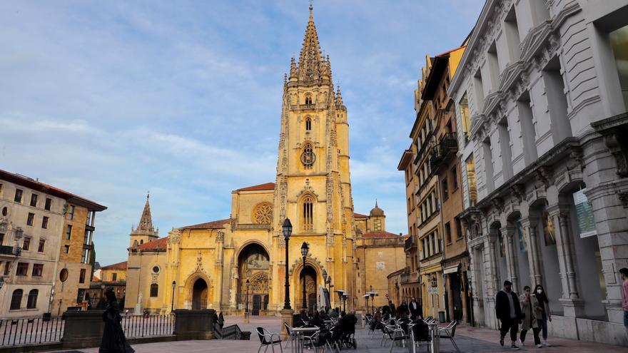 ¿Cuántu mide la torre de la Catedral d'Uviéu? Esto ye lo que dicen los últimos estudios