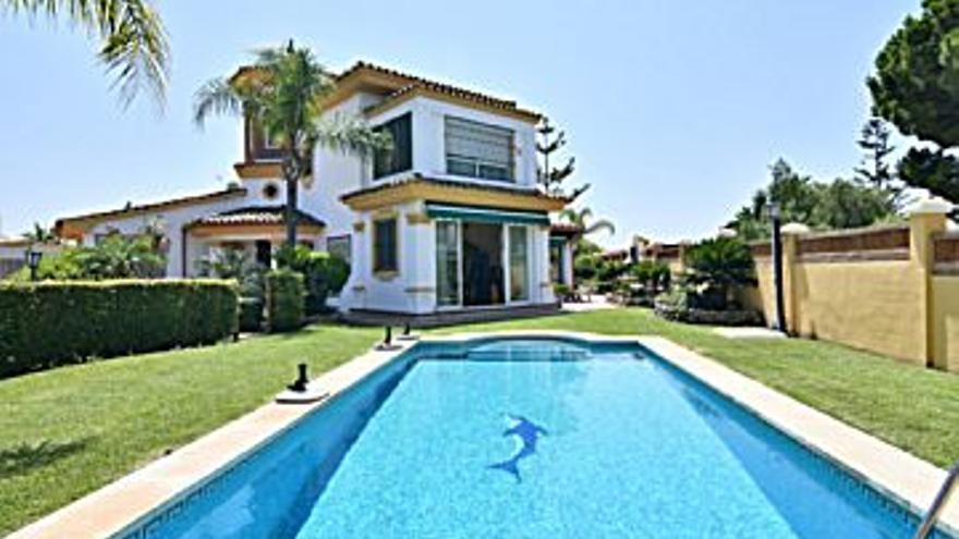 1.280.000 € Venta de casa en Las Chapas - El Rosario (Marbella) 1103 m2, 4 habitaciones, 3 baños, 1.160 €/m2...