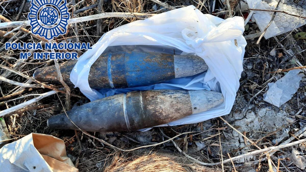 Retiran dos artefactos explosivos de un descampado de Molina de Segura