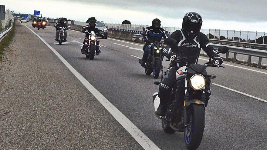 La Vuelta a España, en moto y a relevos dejando un testigo