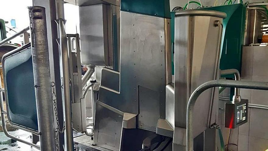 Sistema de ordeño robotizado Monobox en una instalación ganadera. | Foto cedida a LNE