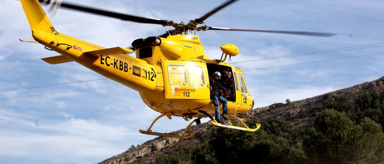 El helicóptero de Emergencias se ha encargado del traslado del herido al Hospital General.