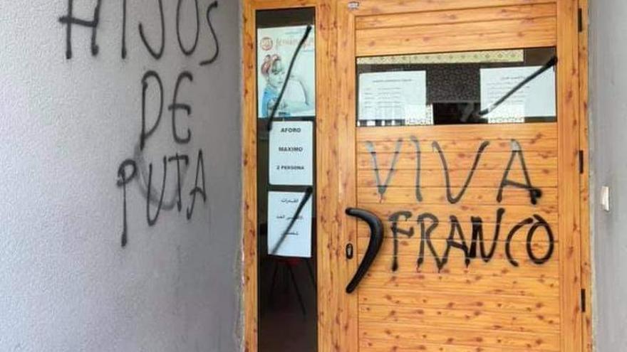 Aparecen pintadas franquistas en las sedes de UGT y del PSOE en San Javier