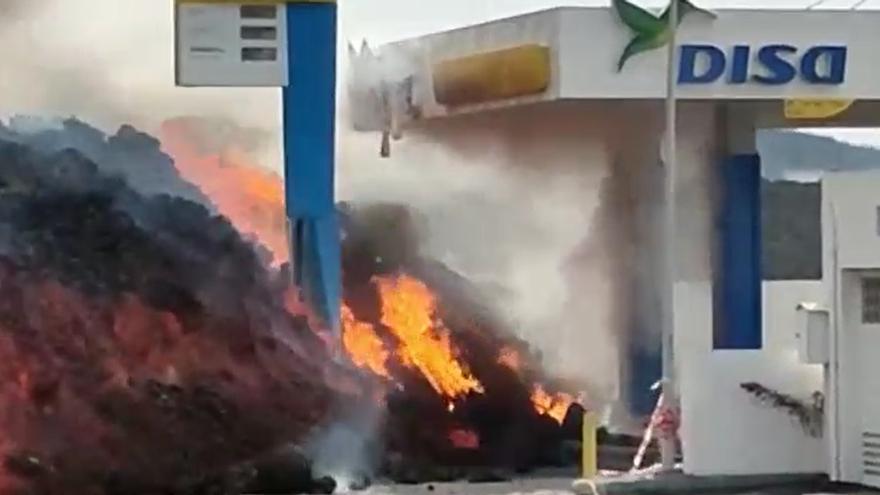 La lava llega a la gasolinera de La Laguna