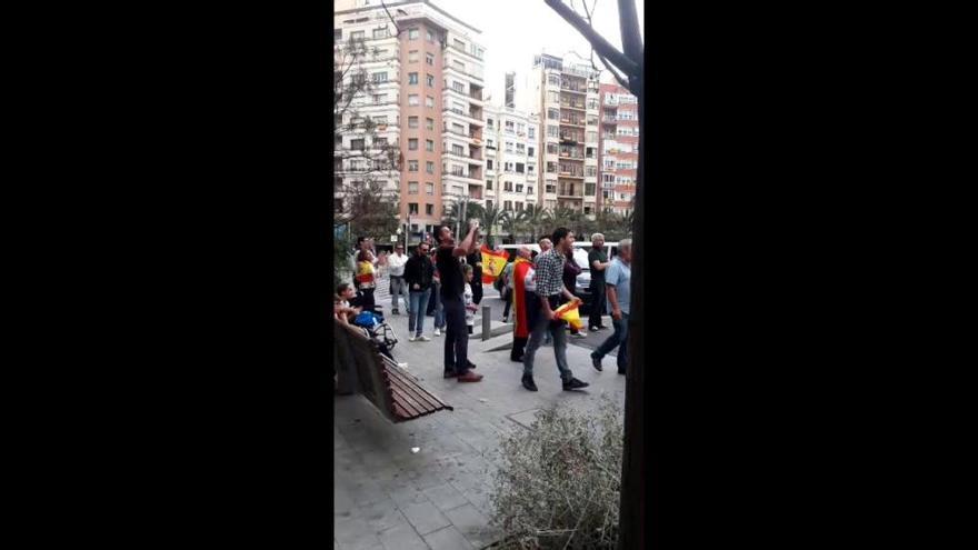 Una manifestación por Cataluña crea tensión en el centro de Alicante
