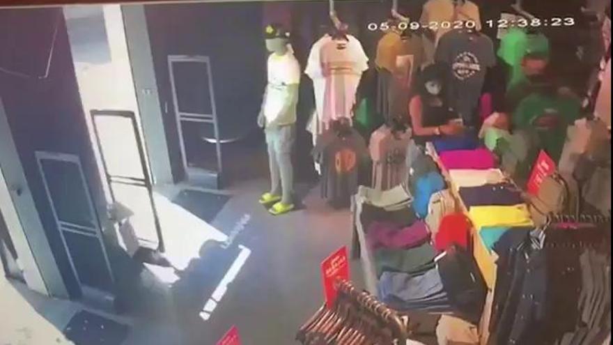 Roban 1.000 euros en ropa en una tienda del centro de Valencia
