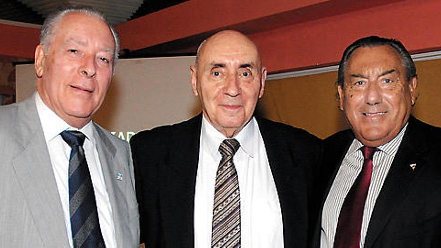 El CN Metropole nombra a tres presidentes y ocho socios de honor