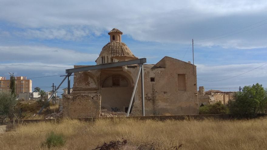 Dos informes alertan del avanzado deterioro de la Torre de Reixes y el Convent de El Campello