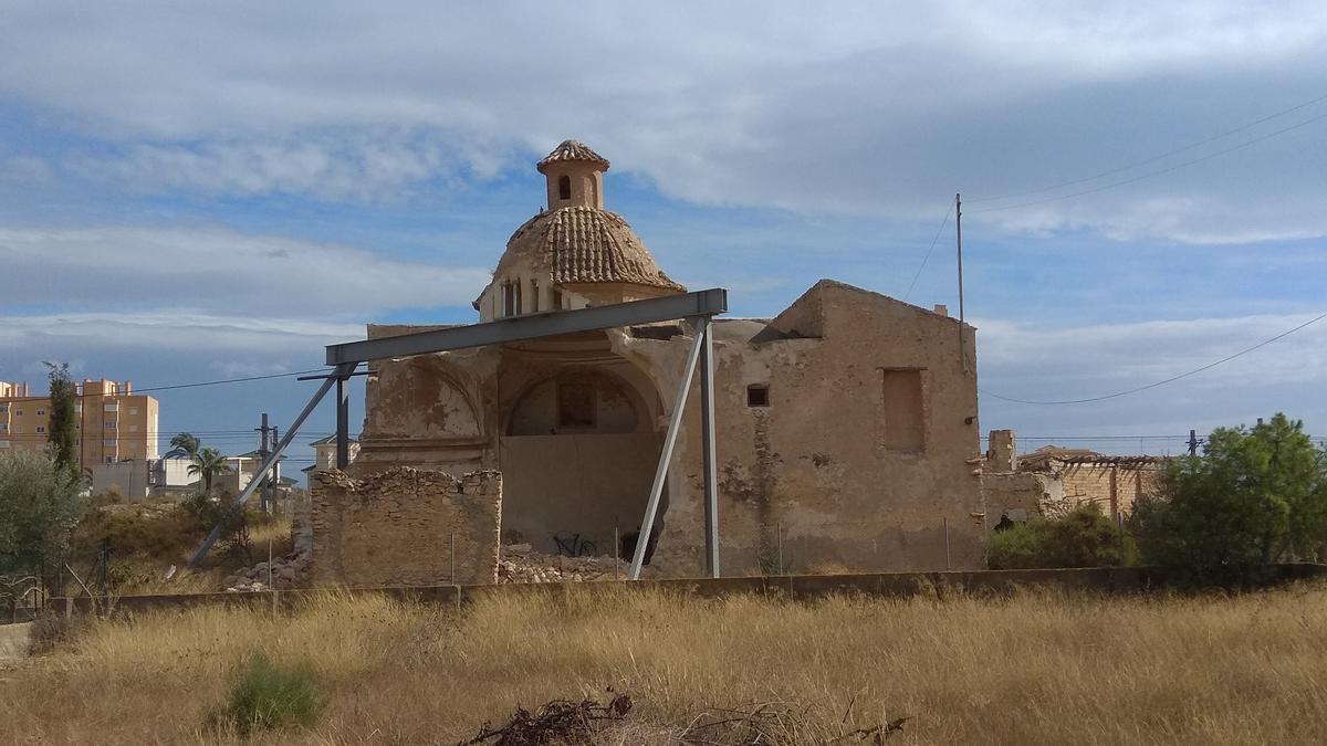 El Convent con su cúpula apuntalada tras el derrumbe registrado el año pasado.