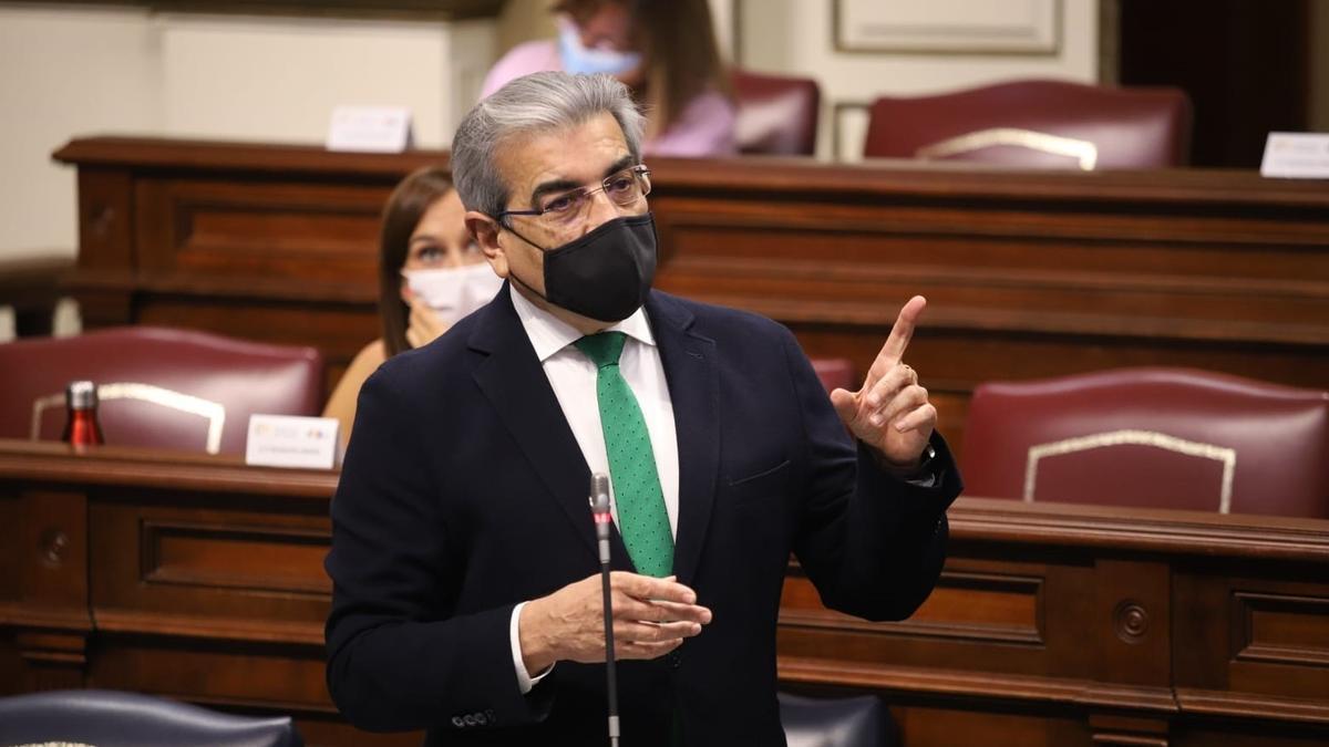 El vicepresidente y consejero de Hacienda, Presupuestos y Asuntos Europeos del Gobierno de Canarias, Román Rodríguez.