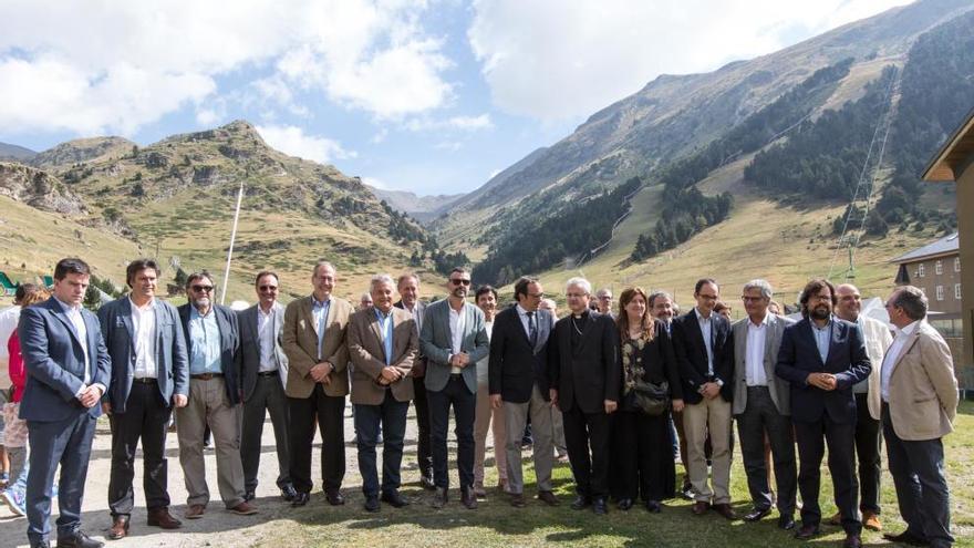 Pere Vila i Santi Vila comparteixen visita a Núria amb el Copríncep d'Andorra, Joan-Enric Vives