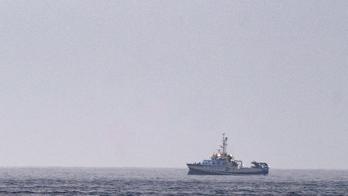 Imatge del vaixell encarregat de rastrejar la costa de Tenerife
