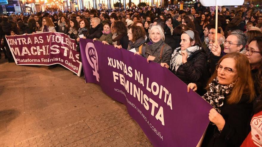 """Cientos de coruñesas salen a la calle para exigir """"ni un paso atrás"""" en materia de igualdad"""