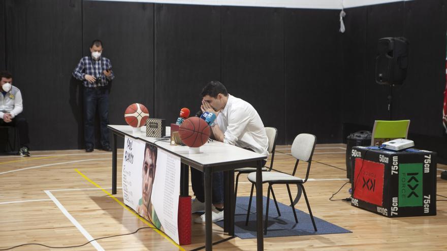 """El emocionante adiós de Saúl Blanco, el mejor baloncestista asturiano de la historia: """"Mi cuerpo ha dicho basta"""""""