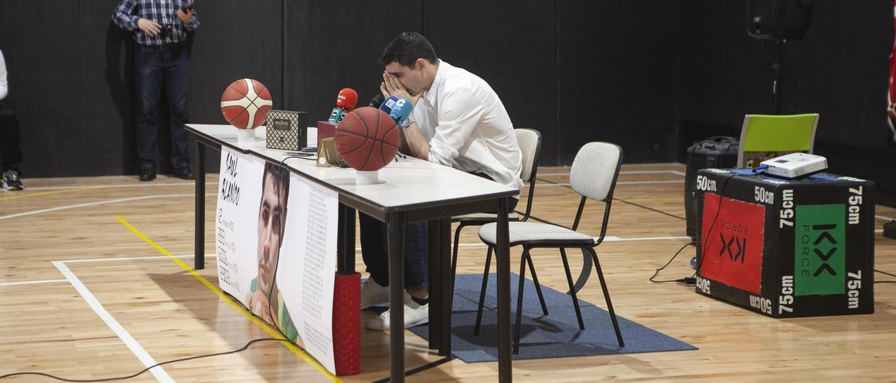 Saúl Blanco durante su despedida del baloncesto