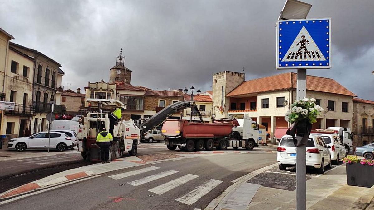 La carretera N-122, a su paso por Alcañices. | Cedida