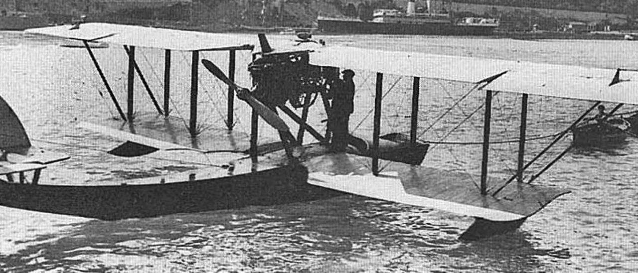 Este hidroavión (Georges Lévy HB-2. Lefranc-Rouhaud), en una escala de su periplo Francia-África, en diciembre de 1919. | | LP/DLP