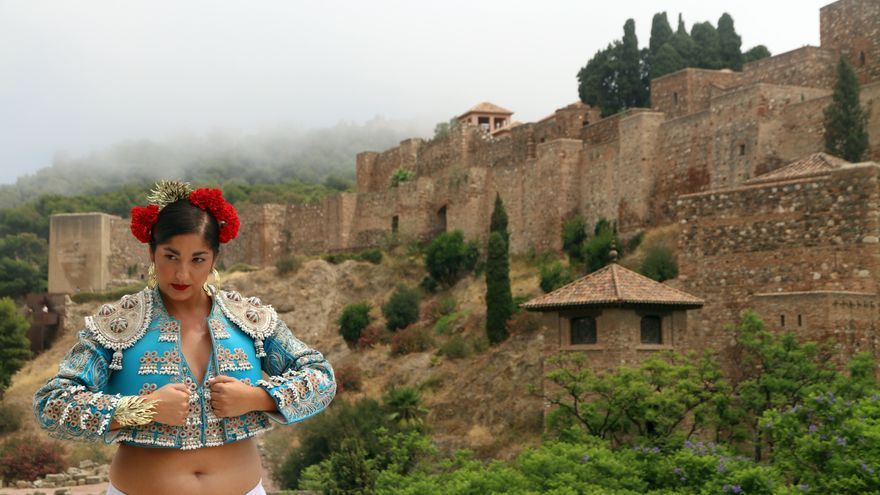 La exposición de de moda flamenca 'Héroes con volantes' calienta motores