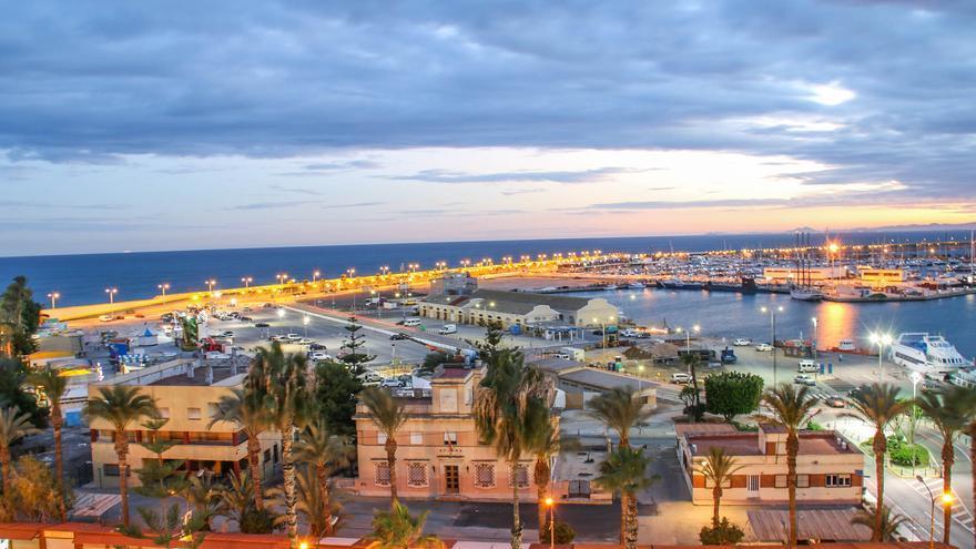 La Generalitat tramita la petición de un empresario para construir la zona de ocio en el puerto de Torrevieja con 30 millones de inversión