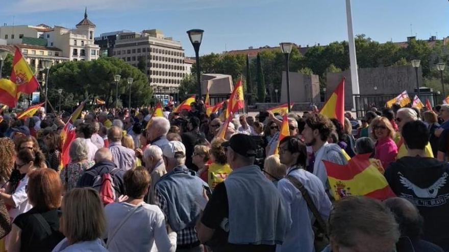 """15.000 personas marchan al Congreso para que Sánchez convoque elecciones """"ya"""""""