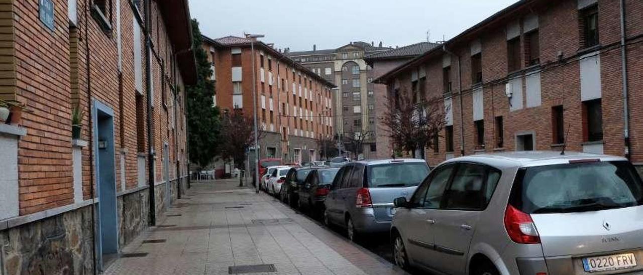 La calle Luis Braille de Mieres, en la que se produjo la disputa.