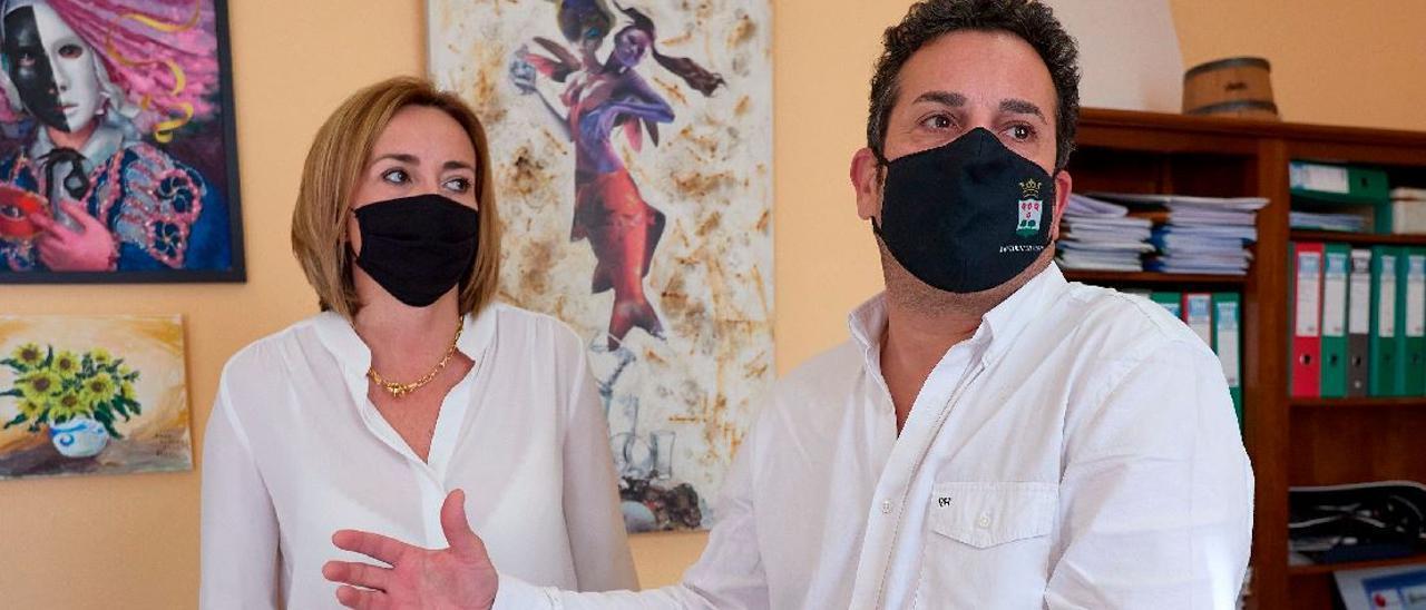 Los alcaldes de Els Poblets y El Verger, vacunados saltándose el protocolo.
