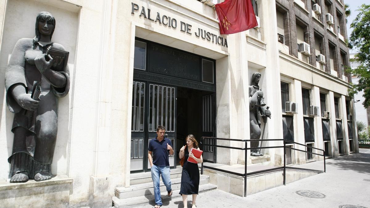 Fachada de la Audiencia Provincial de Murcia.